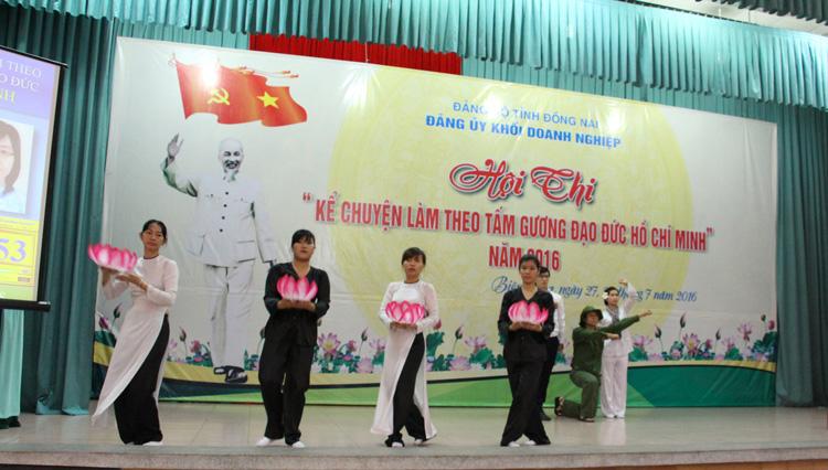 Tham dự hội thi kể chuyện làm theo tấm gương đạo đức Hồ Chí Minh do Đảng ủy khối doanh nghiệp tổ chức
